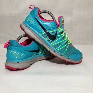 Women's NIKE FLEX TRAIL 2 trail running sneakers